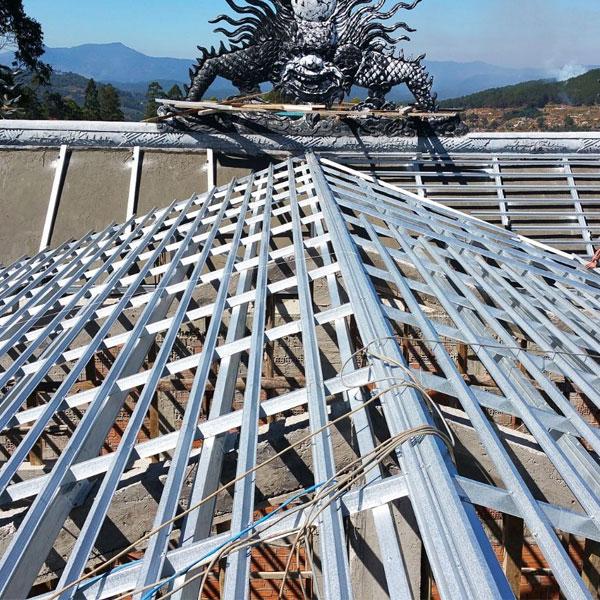 Khung mái tôn được làm từ thép đúc sẵn