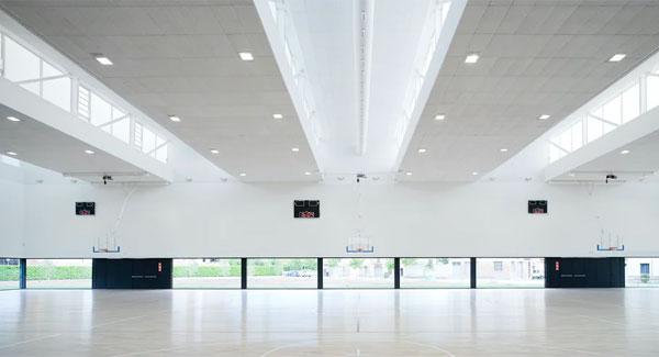 Không gian bên trong trung tâm thể thao Usabal (Tây Ban Nha)