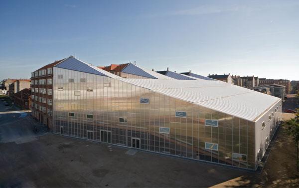 Kiến trúc nhà thi đấu Crystal Sports- and Culture Centre vô cùng ấn tượng