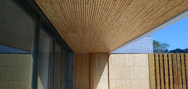 Mái hiên che nắng làm từ gỗ tự nhiên