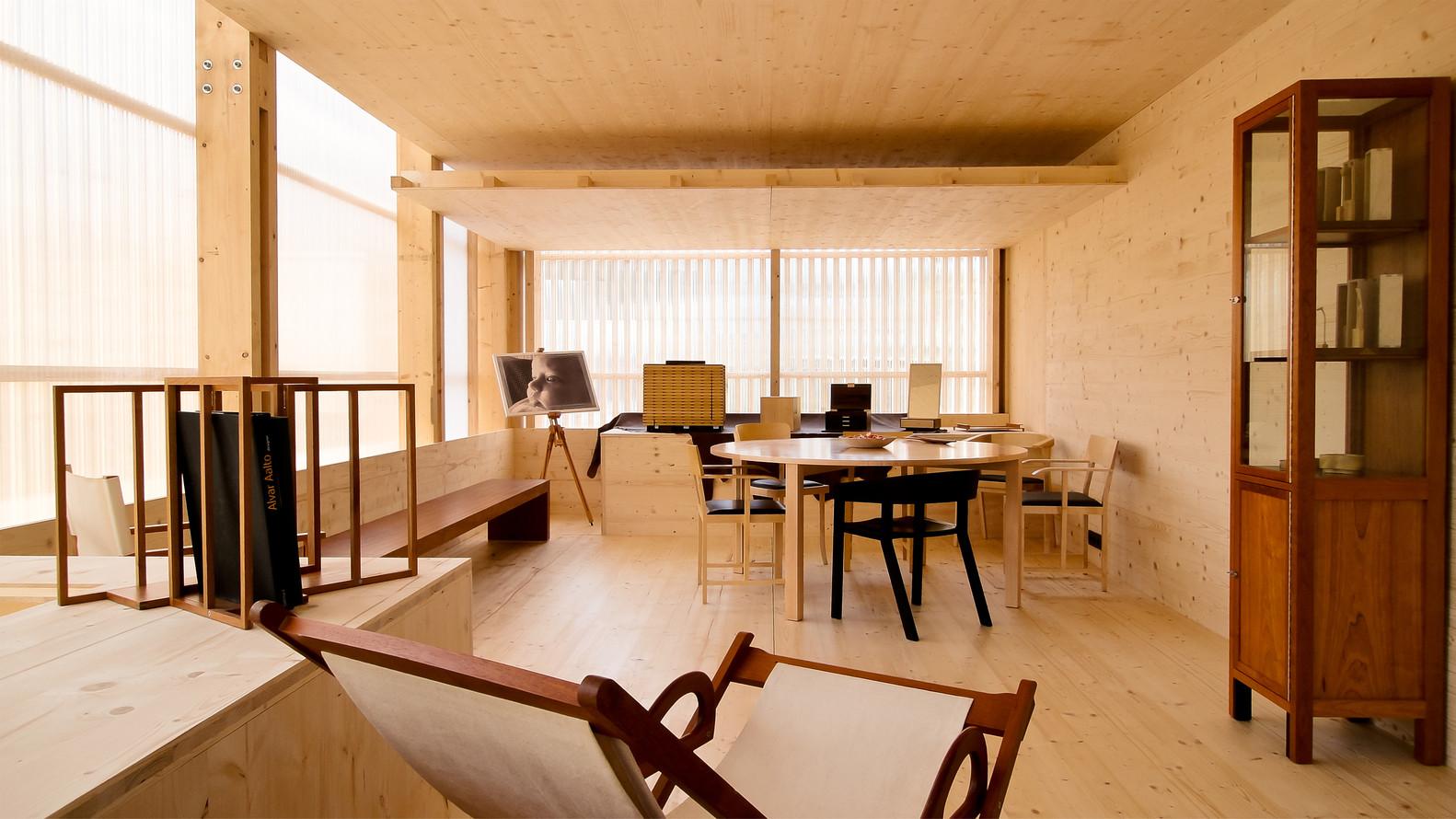 phòng làm việc không gian mở sử dụng tấm lợp Polycarbonate thay cho kính mặt dựng