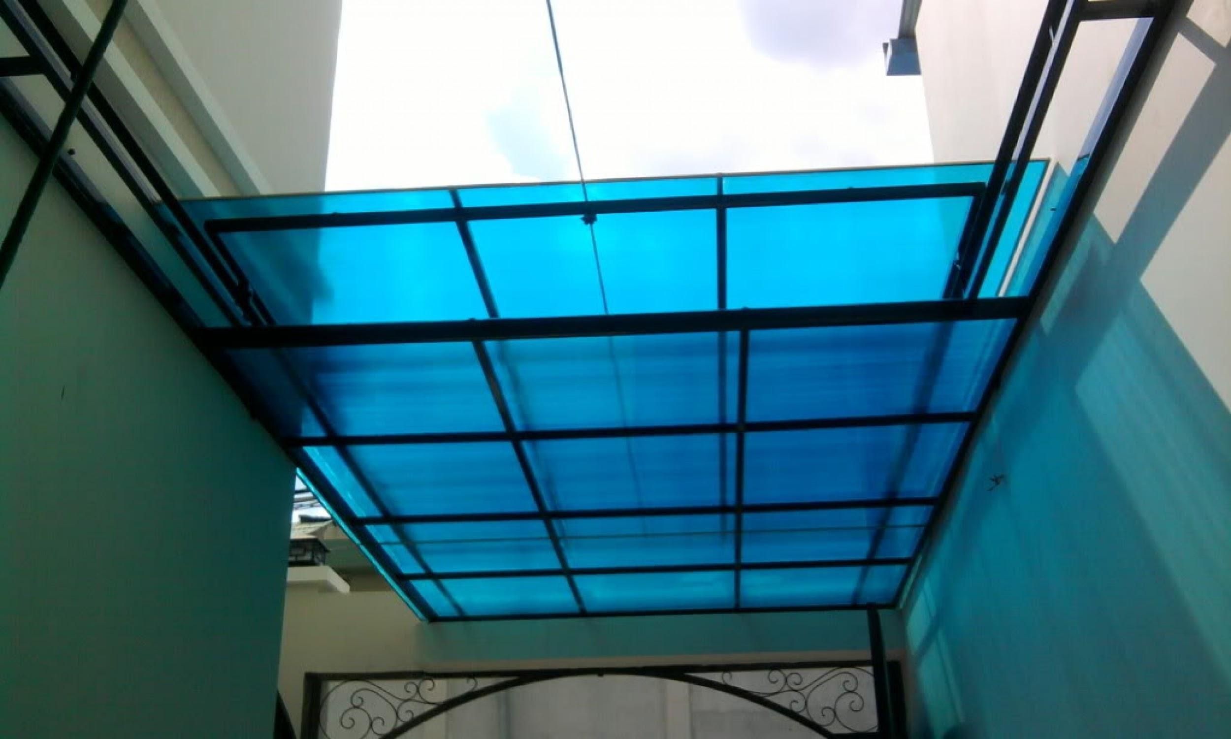 Mái sử dụng tấm lợp lấy sáng giúp ngăn tia UV từ mặt trời