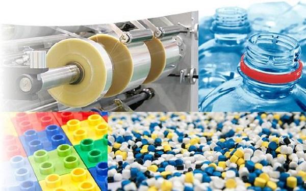 Ứng dụng của nhựa trong đời sống sản xuất như làm vỏ chai, cuộn băng keo,...