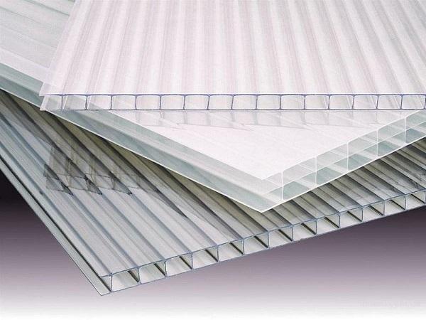 Tấm nhựa PC được ứng dụng trong công nghiệp như tôn nhựa lấy sáng, mái che,...