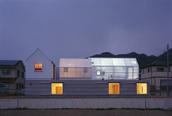 Toàn cảnh ngôi nhà sử dụng vách mặt dựng bằng nhựa Polycarbonate